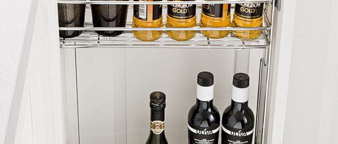 Pull-Out Spice & Bottle Holder Partner