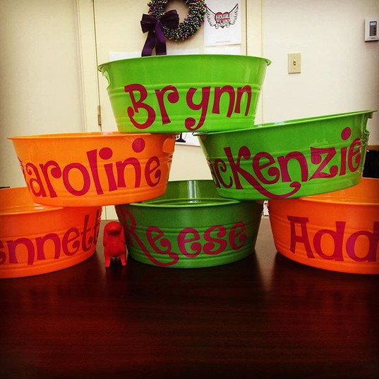 More names on buckets for a little girl'