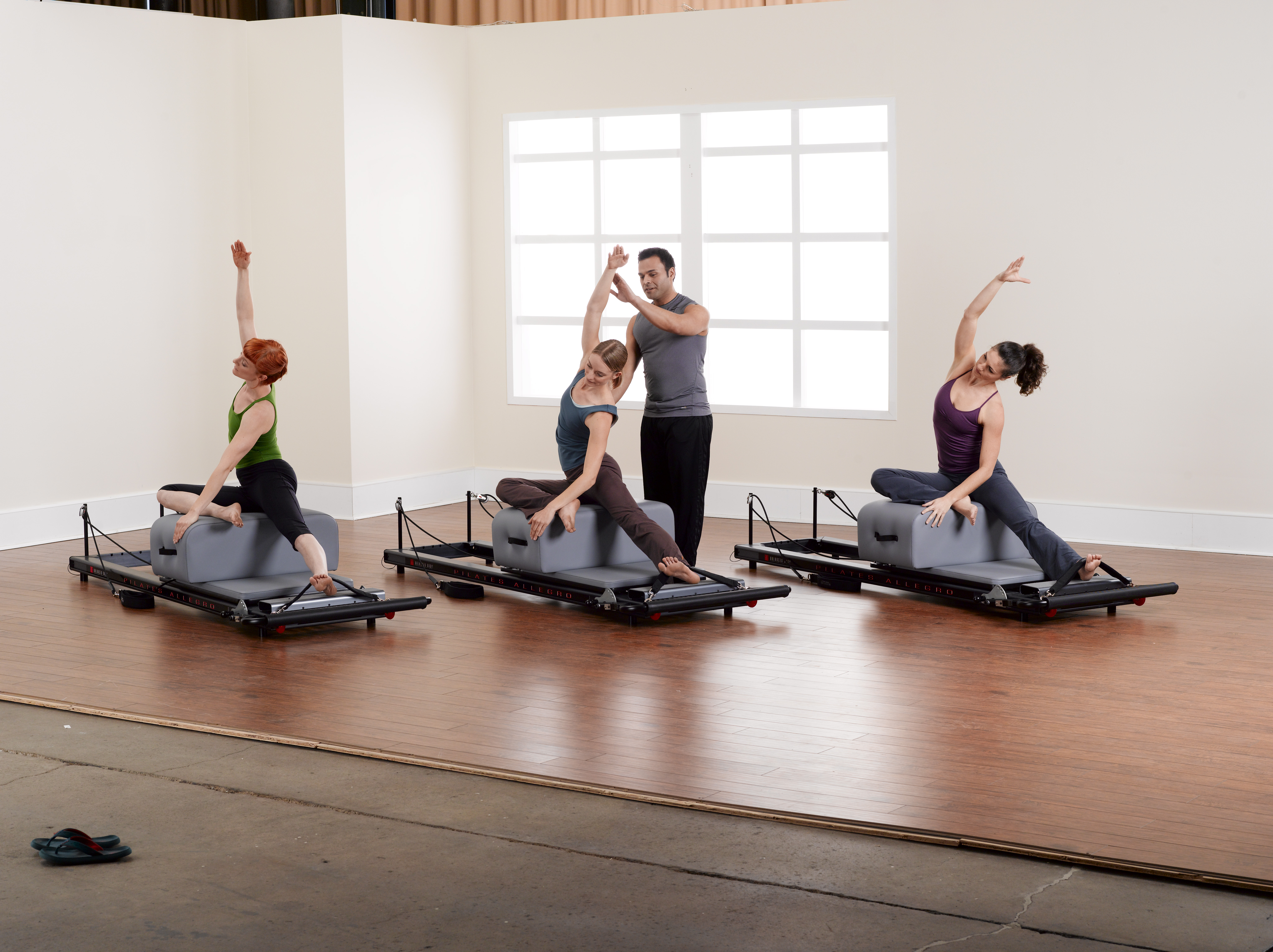 Allegro-Reformer_instructor-with-group_BB