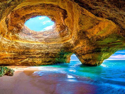 La magia della Grotta di Benagil in Portogallo