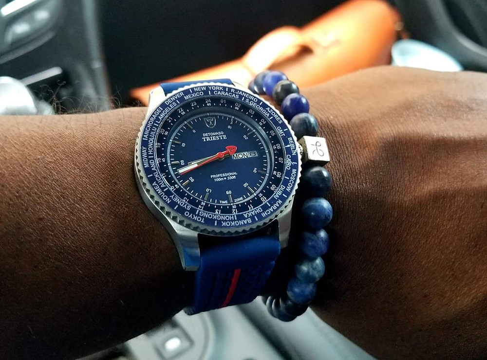 Detomaso, Trieste, Globetrotter accompanied by Aurum Brothers, minimalist, sodalite beaded bracelet.