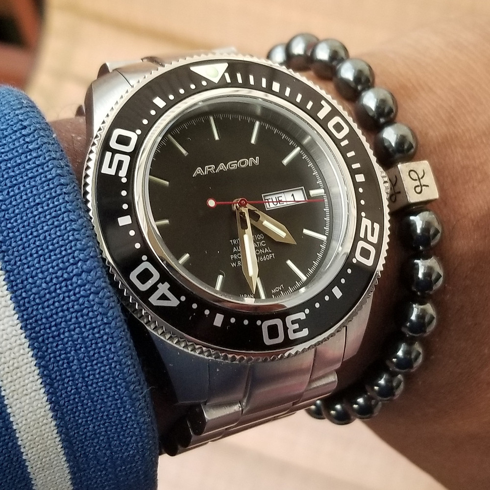 WOTD wrist-shot of the Aragon, Divemaster, T-100 XL, paired with an Aurum Brothers, minimalist, Hematite, beaded bracelet.