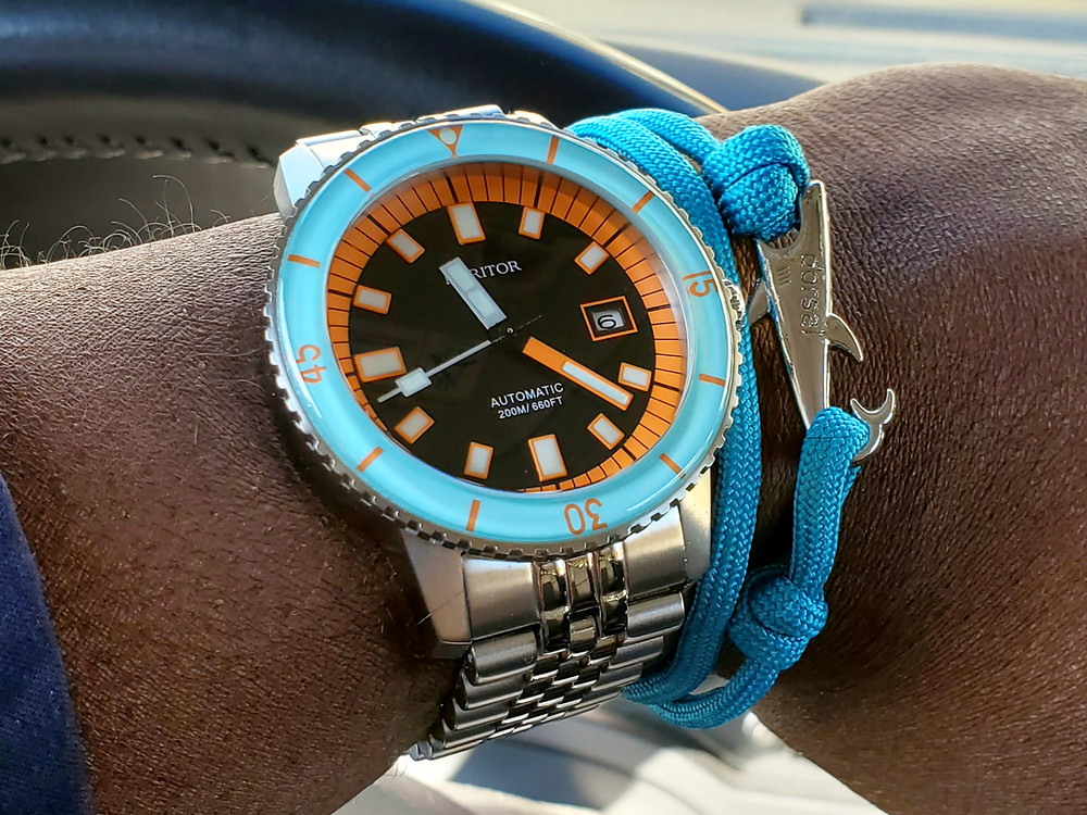 WOTD wrist-shot of the Heritor, Edgard Diver.  Paired with a Shark, rope bracelet, in color Mist, designed by Dorsal Bracelet Co.