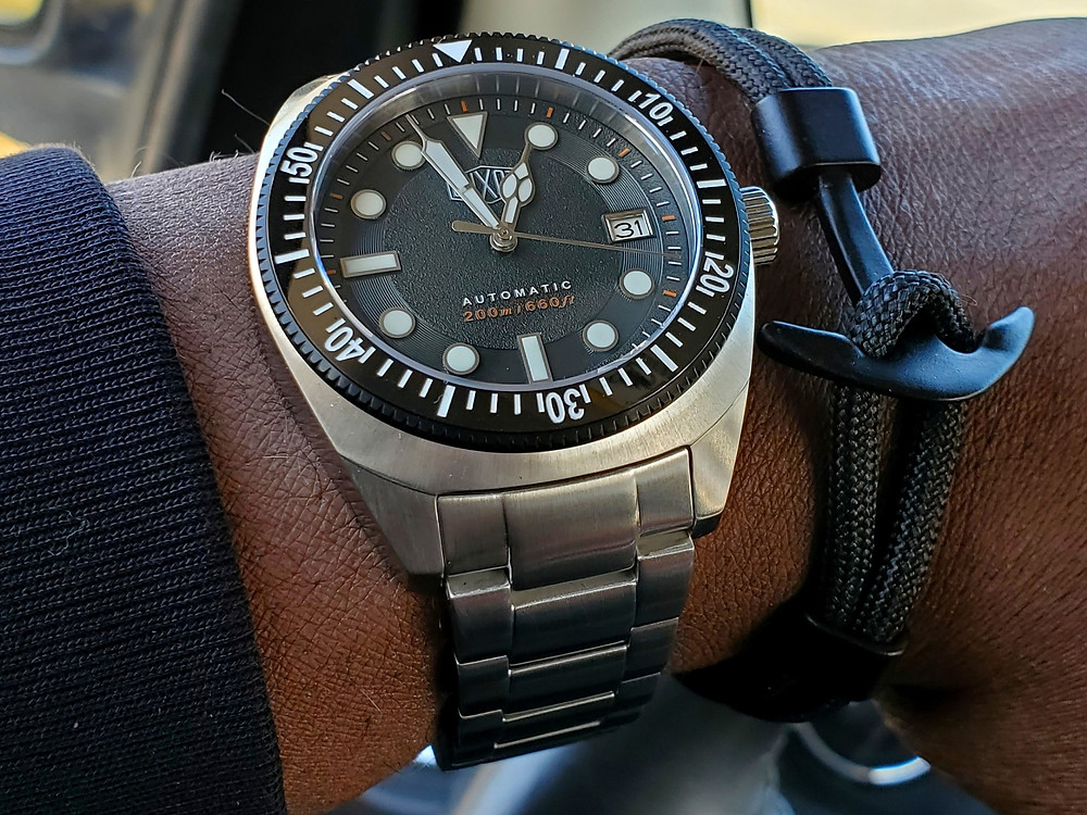 WOTD wrist-shot of the Duxot, Maris Diver.  Paired with an Obsidian, Anchor rope bracelet, designed by Dorsal Bracelet Company.