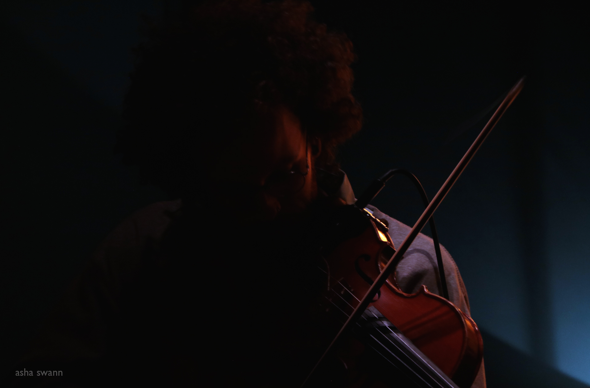 sol the violinist at bar robo