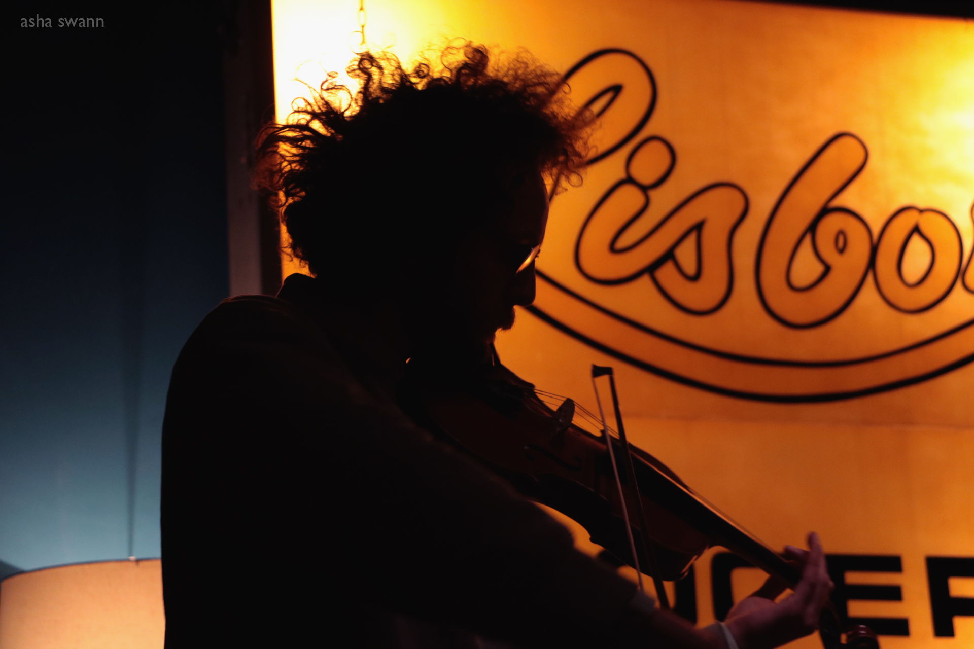 sol the violinist at bar robo