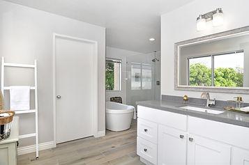 bathroom-4130000_1920.jpg