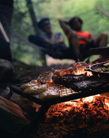 Matlagning över Campfire