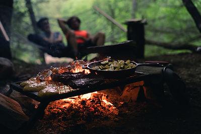 キャンプファイヤーで調理