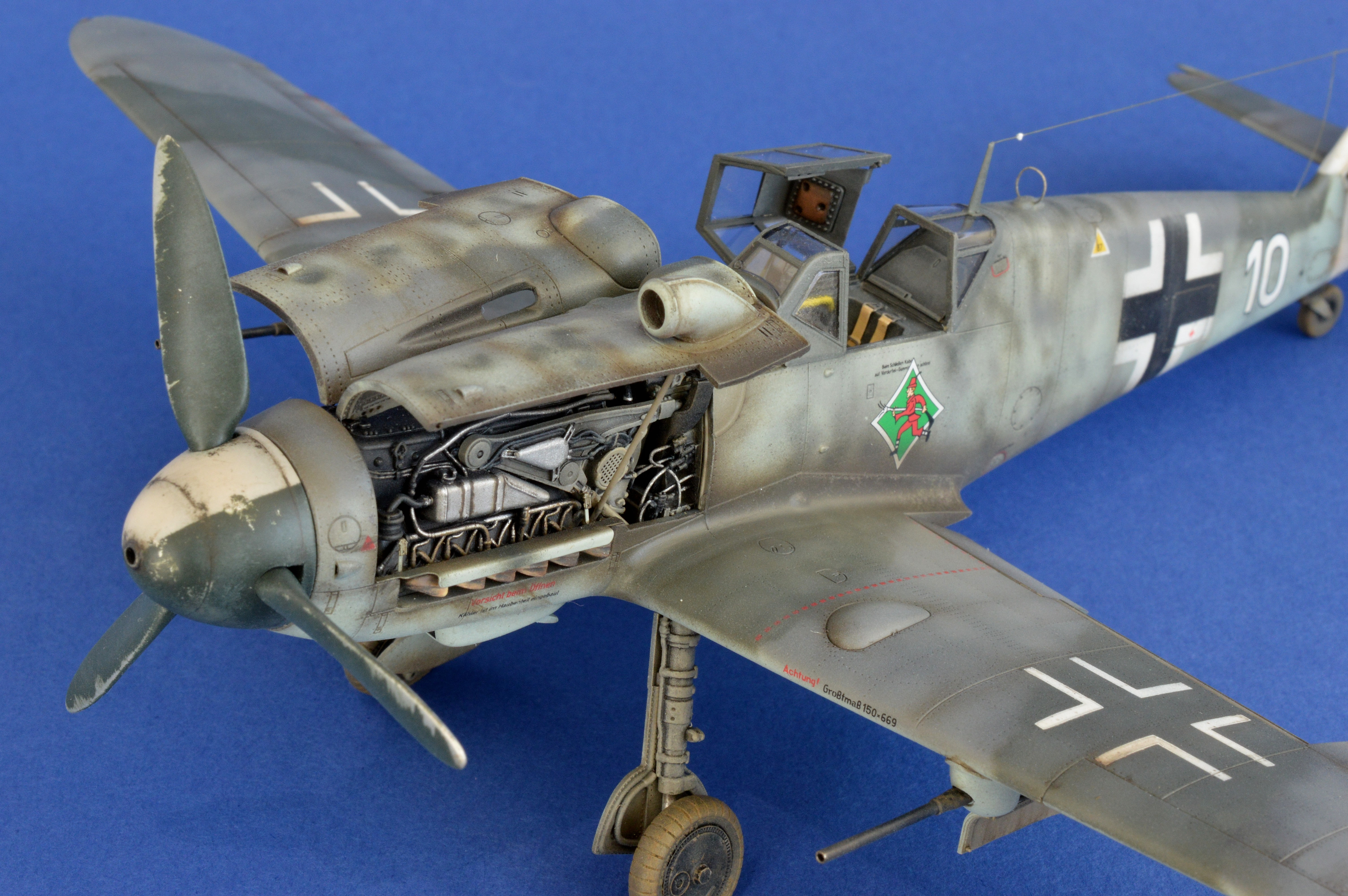 BF109 BLUE BACKGROUND 009