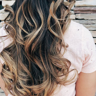We've been doing nonstop balayage over here for spring time. The perfect little pick me up.💃_._._._._._._._._.jpg