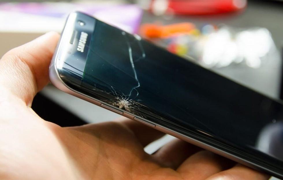 Samsung s7 edge cracked screen