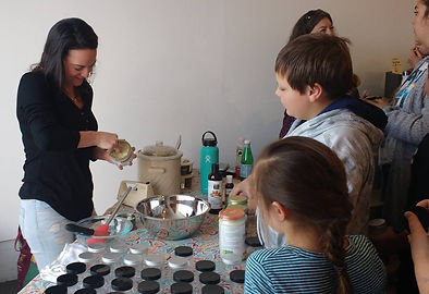 Samantha Romanick hosting DIY workshop at World Without Waste event