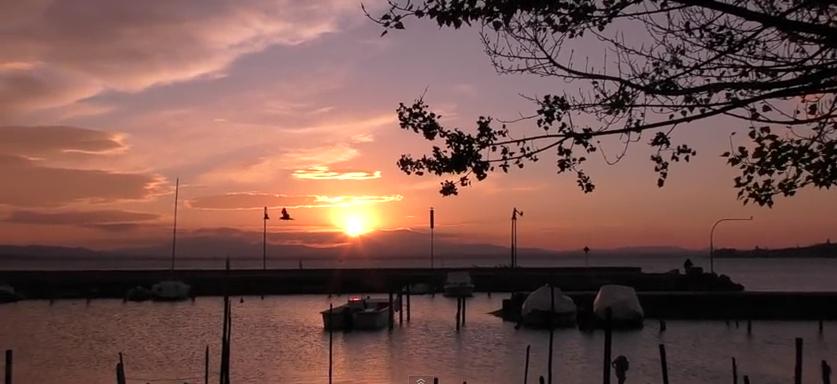 Coucher de soleil sur le lac Trasimè