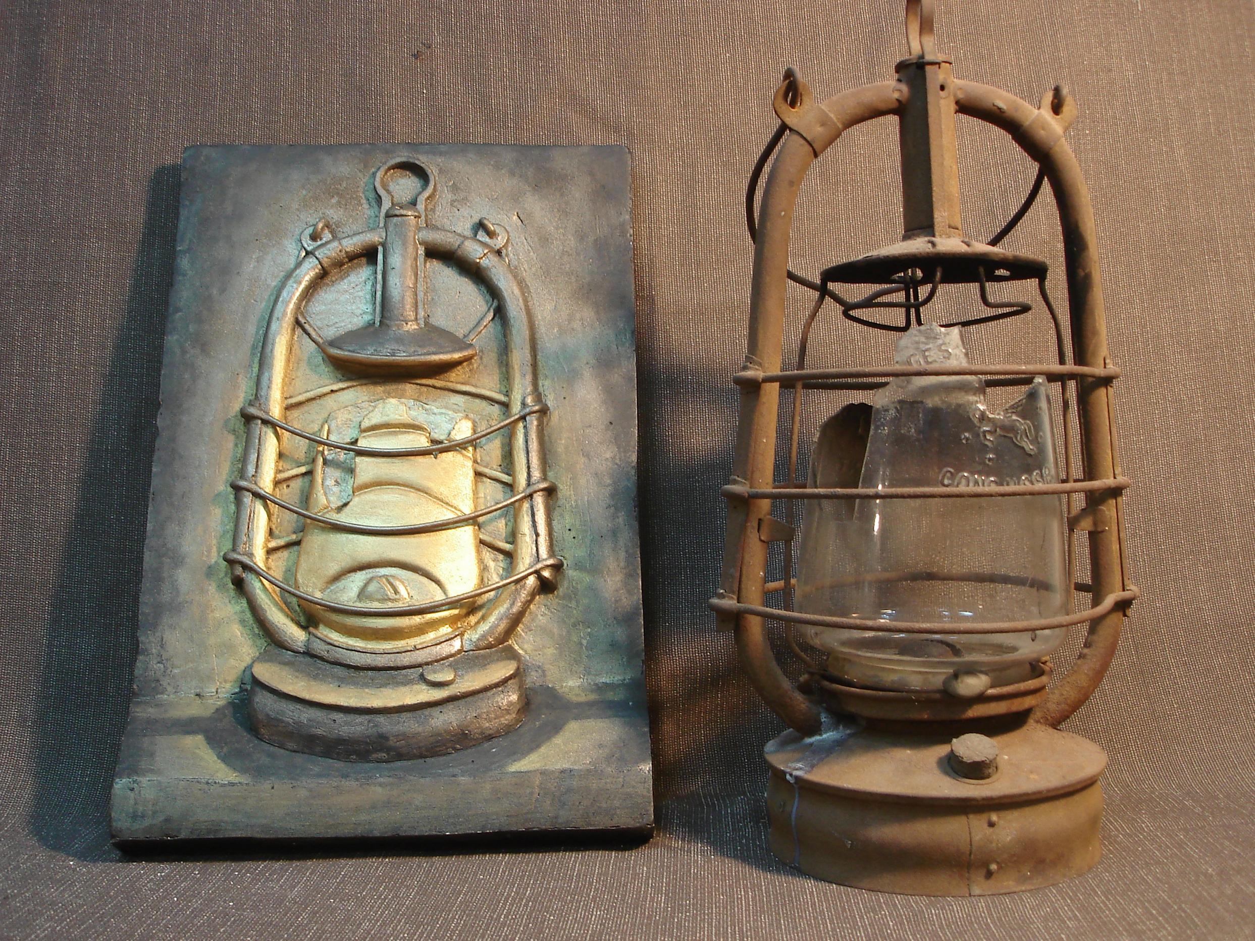 Рельеф керосинового фонаря