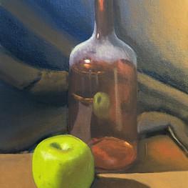 Натюрморт с яблоком и бутылкой