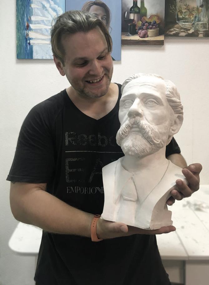 Бюст выдающегося ученого анатома Петра Ивановича Карузина.