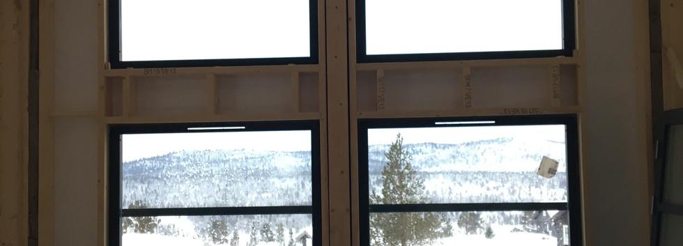 Meget god takhøyde og store vinduer