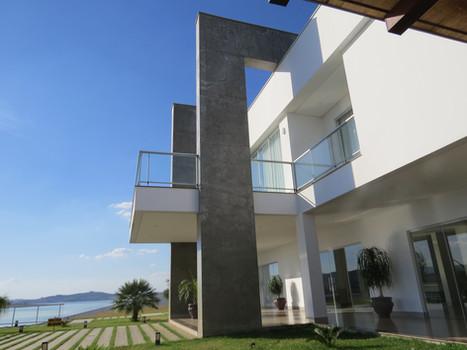Casa Residencial as Margens do Lago de Furnas