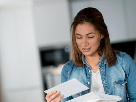Nachsendeauftrag für die Post einrichten: Wie Mieter nach dem Umzug erreichbar bleiben
