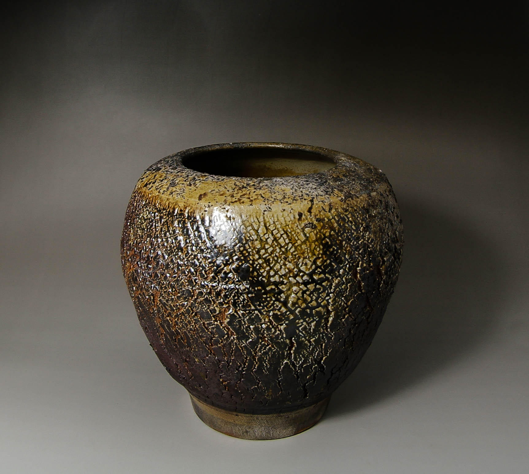 Cracked surface vase