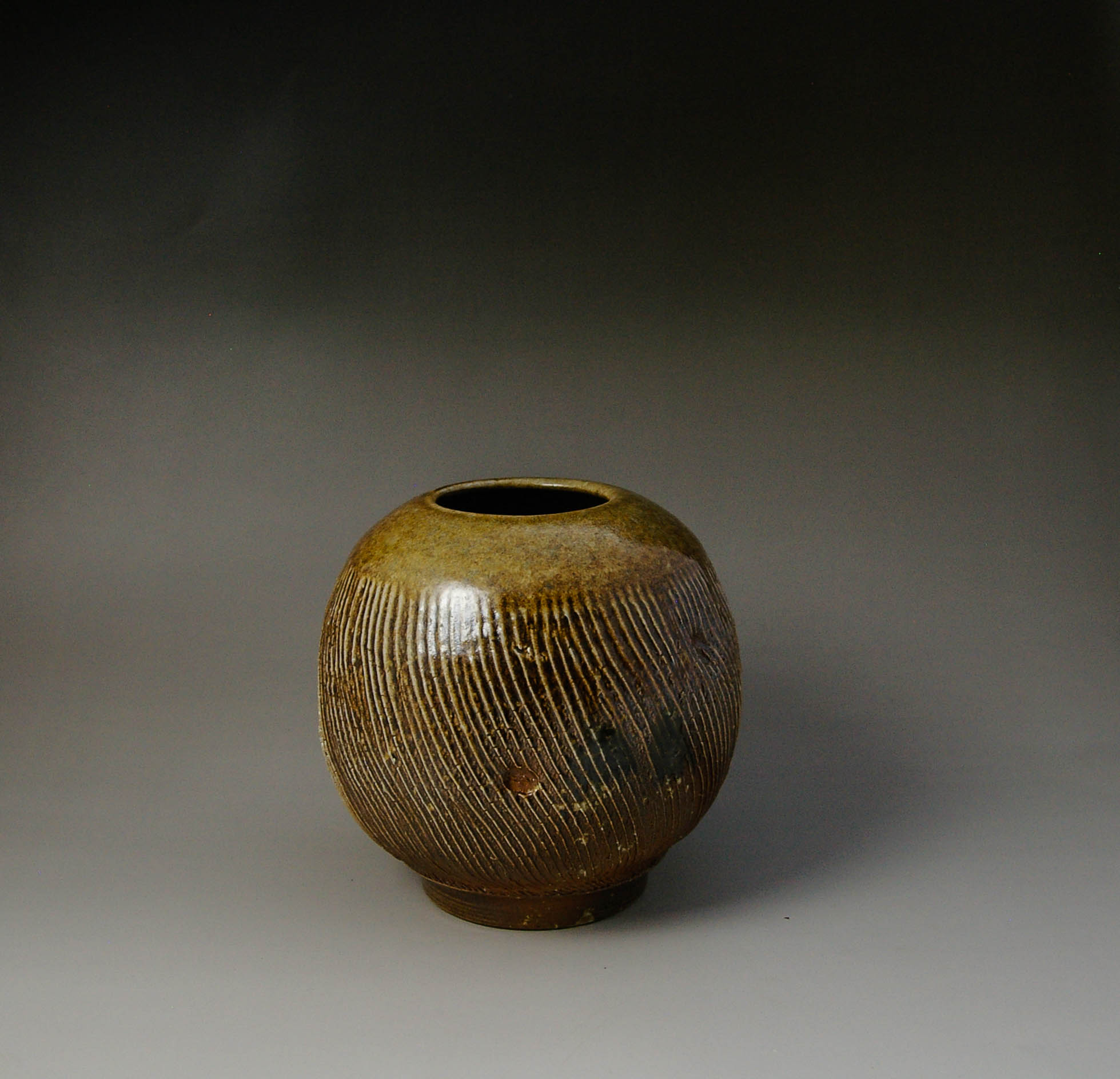 Vase with coffe bean patterns