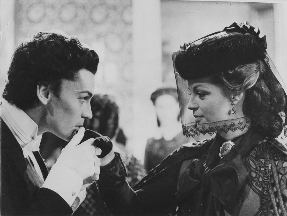 Helmut Berger & Romy Schneider interprètent les rôles de Louis II et Sissi dans le film de Visconti : Le Crépuscule des Dieux.