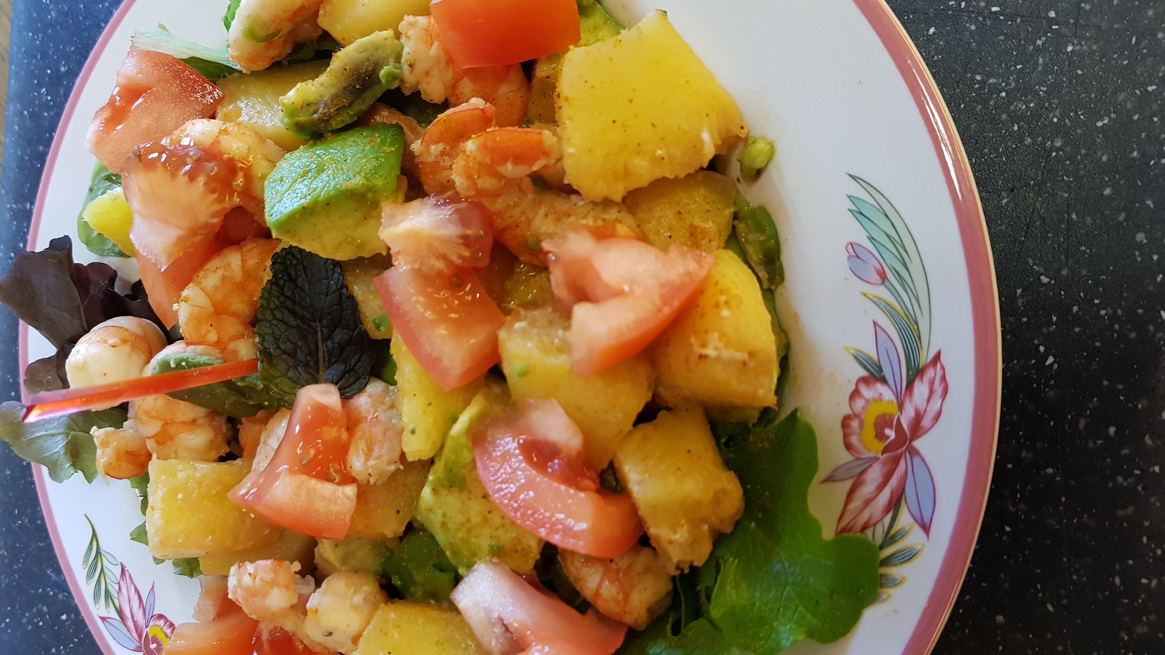 Salade crevettes, avocat & ananas