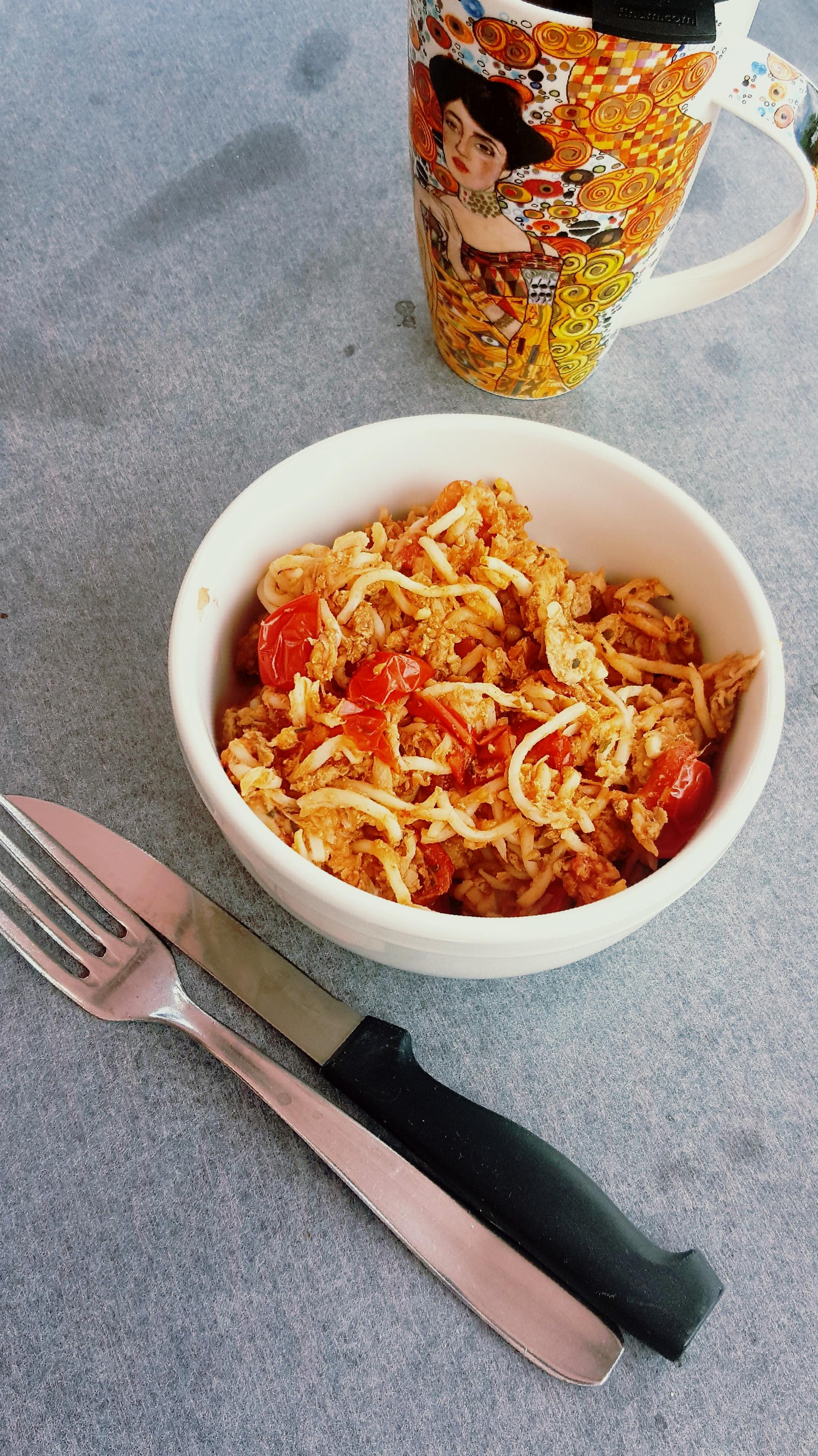 Spaghetti au ketchup, thon & tomates