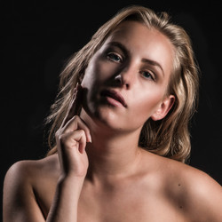 Model: Anna Semlitsch