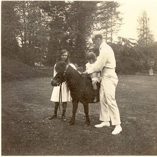 Вел.князь Михаил с детьми