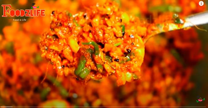 लहसुन अदरक मिर्च का अचार । Lahsun Adrak Mirch Ka Achar । Ginger Garlic Chilli Pickle