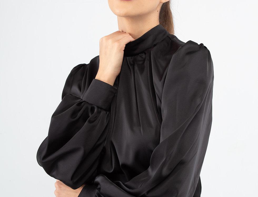 Blusa satinada cuello alto