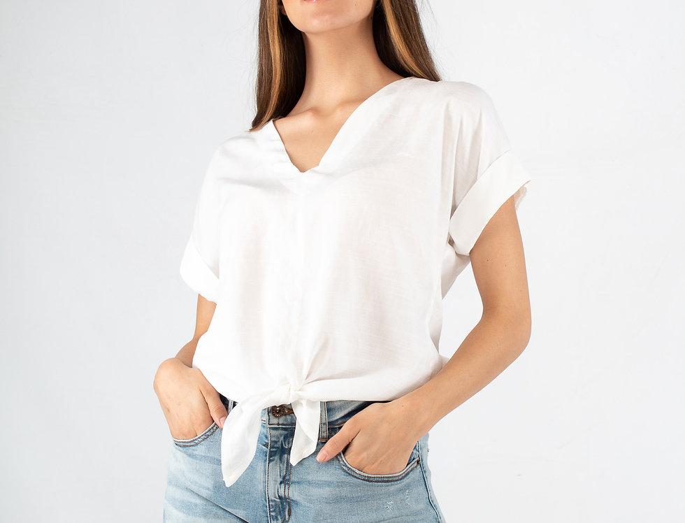 Blusa blanca con nudo