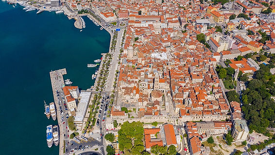 1280px-Aerial_view_of_Diocletian's_Palac