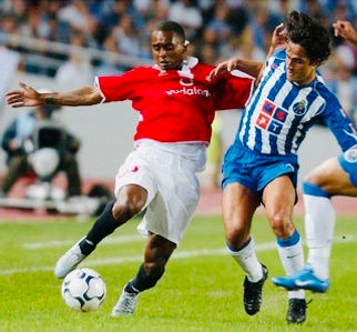 Hugo Leal playing for Porto against Benfica