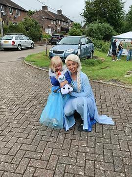 Elsa Party 4.png