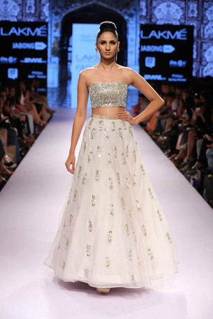 Engaging Wedding Outfits showcased in Lakme Fashion Week 2015!