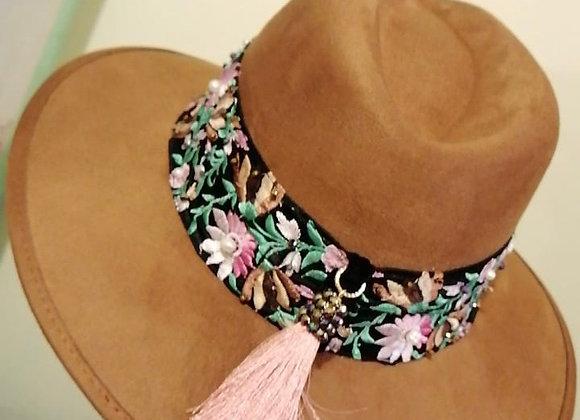 Lucero Sombrero