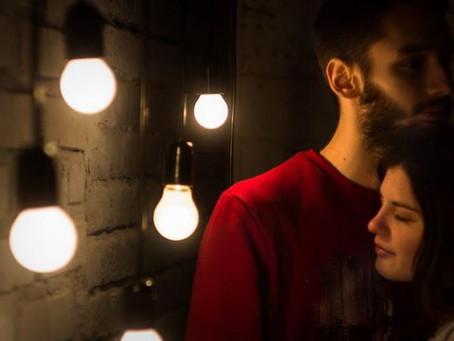 Gérer la jalousie dans une relation ouverte : Où en êtes-vous ? Faites le test