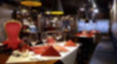 B3P_Blick_auf_Bar_und_Küche_Weihnachtsta