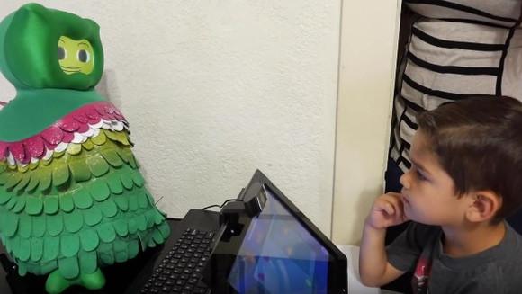 Robôs que ensinam habilidades sociais para crianças autistas podem ajudá-los a se desenvolver
