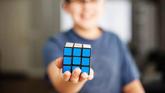 Utilizando o Cubo Mágico para Ensinar Matemática