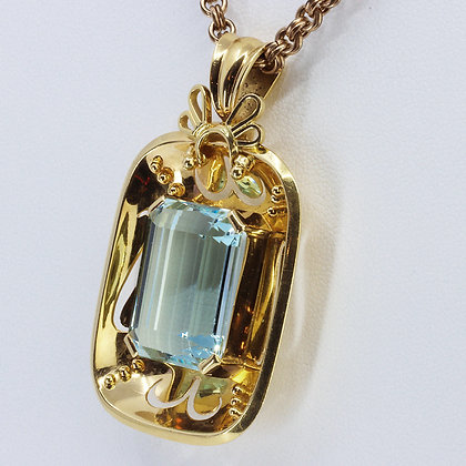 22ct Aquamarine Gold Pendant