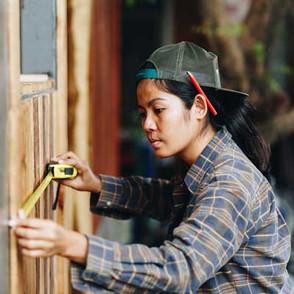 img-Damzelfly Carpentry-Woman-400x400-MR