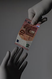 people-exchanging-money-3959485.jpg