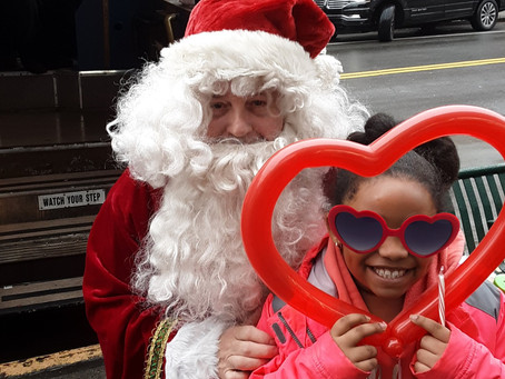 Apple Bank and 5th Ave BID to Deliver Letters to Santa