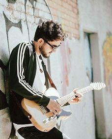 Juan_Ma_Montoya_(guitarra_eléctrica).jpg