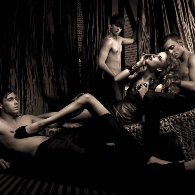 Ménage & Group Sex