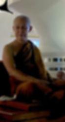 พระอาจารย์สุธรรม สุธัมโม แสดงพระธรรมเทศนาในงานสมโภชฉลองพระมหาเจดีย์ศรีแสงธรรมวิสุทธิมงคล เป็นรูปที่ ๑